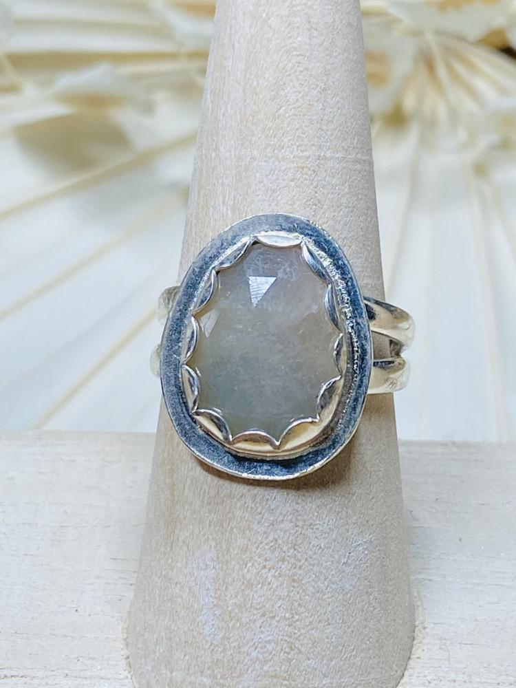 Bi~color sapphire ring